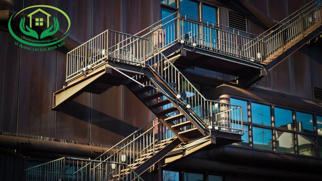 bảo hiểm nhân thọ là cầu thang thoát hiểm